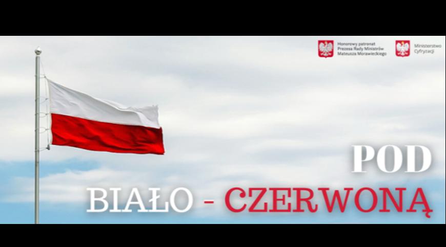 zdjęcie z Polską flagą oraz napisem pod biało-czerwoną